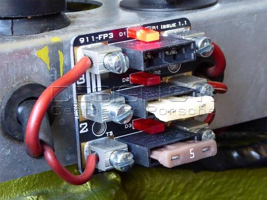 fuse panel rear in engine bay 3 fuse panel rear in engine bay 3 way Porsche 916 zoom in (2)